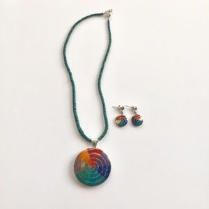 Jewelry - Green collar with round multicolor spiral pendant